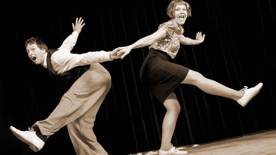 lindy-hop-danza-sorriso-ballare-fa-bene-spieghiamo-perche