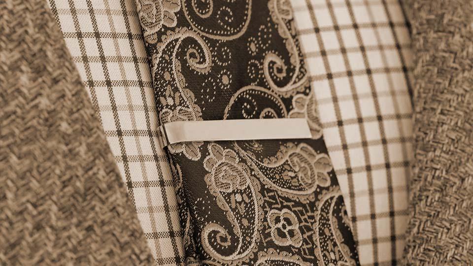 fermacravatta-elegante-accessorio-vintage-come-indossarlo-abbinarlo