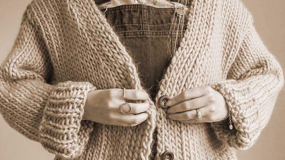 cardigan-donna-vintage-storia-come-indossarlo-abbinarlo